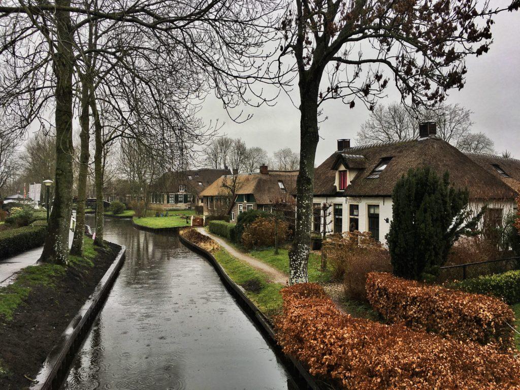 Yağmurlu kanal manzarası, Giethoorn