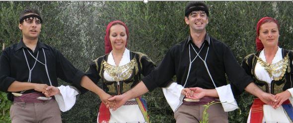 Geleneksel Kostumleri ile Danscilar - Girit