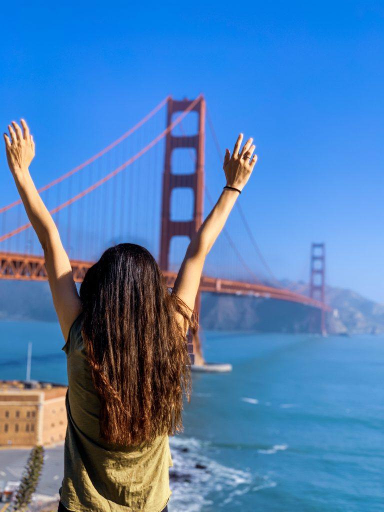 Güneşli bir günde Golden Gate Köprüsü