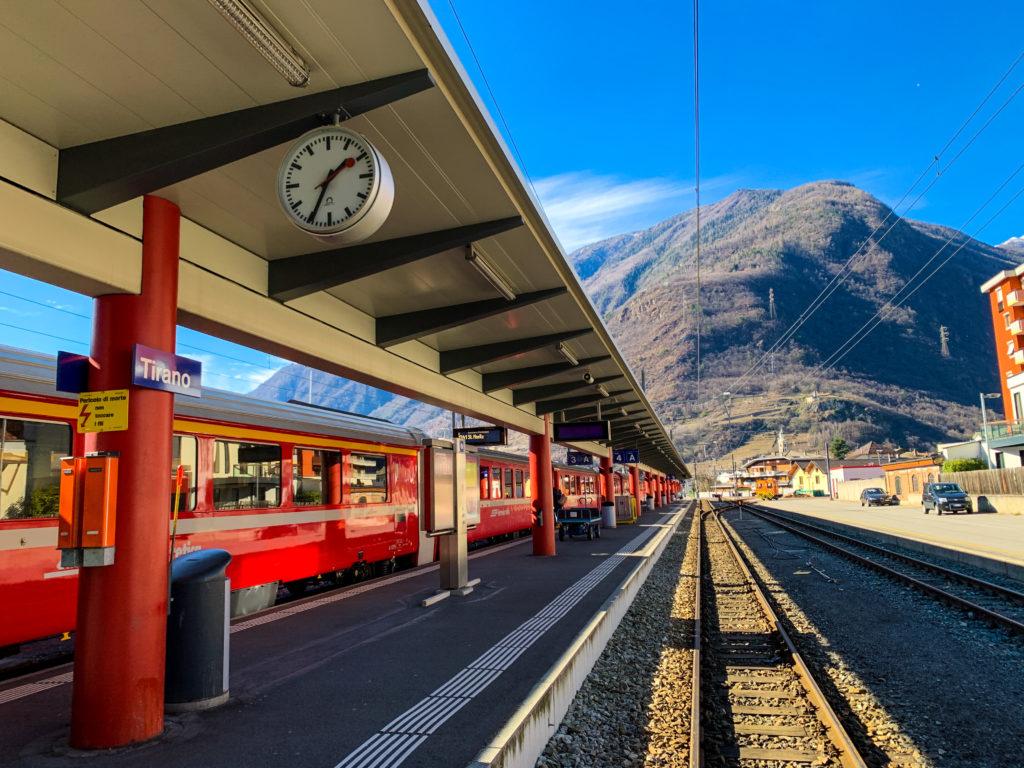 Aynı perondan kalkan bölgesel tren, Tirano