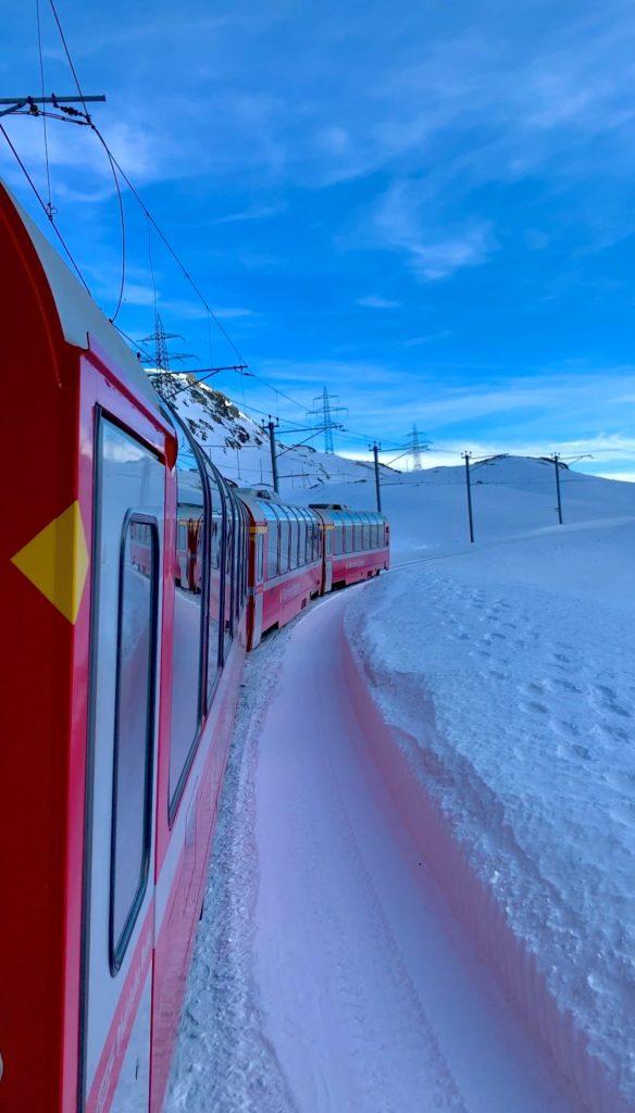 Bernina Express ve Alp'lerin karlı yolları