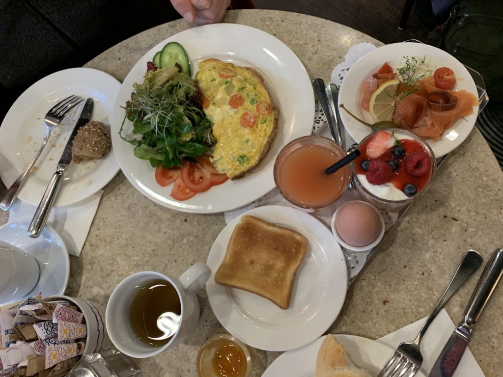 Cafe Fingerlos'ta kahvaltı, Salzburg